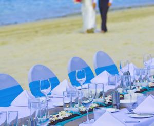 11031559-catseye-beach-reception-gallery-1000