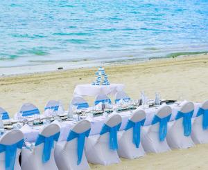 11031602-catseye-beach-reception-gallery-1000